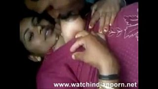 Desi randi is kissing her lover and lets him suck and lick her boobs – Watch Indian Porn[via torchbr