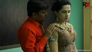 desimasala.co –  Young girl romance with boss for promotion