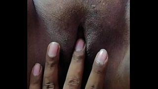 Pooja Tamil girl masterbating with 4 fingers